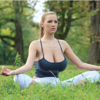 Yoga cho vòng 1 căng tròn